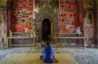 Praying_by_Bert_Schmitz.jpg